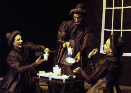 La visita del grupo camagüeyano Teatro del Viento, con la obra La hora del Té, estuvo entre los más relevante del 2012 en Santiago de Cuba